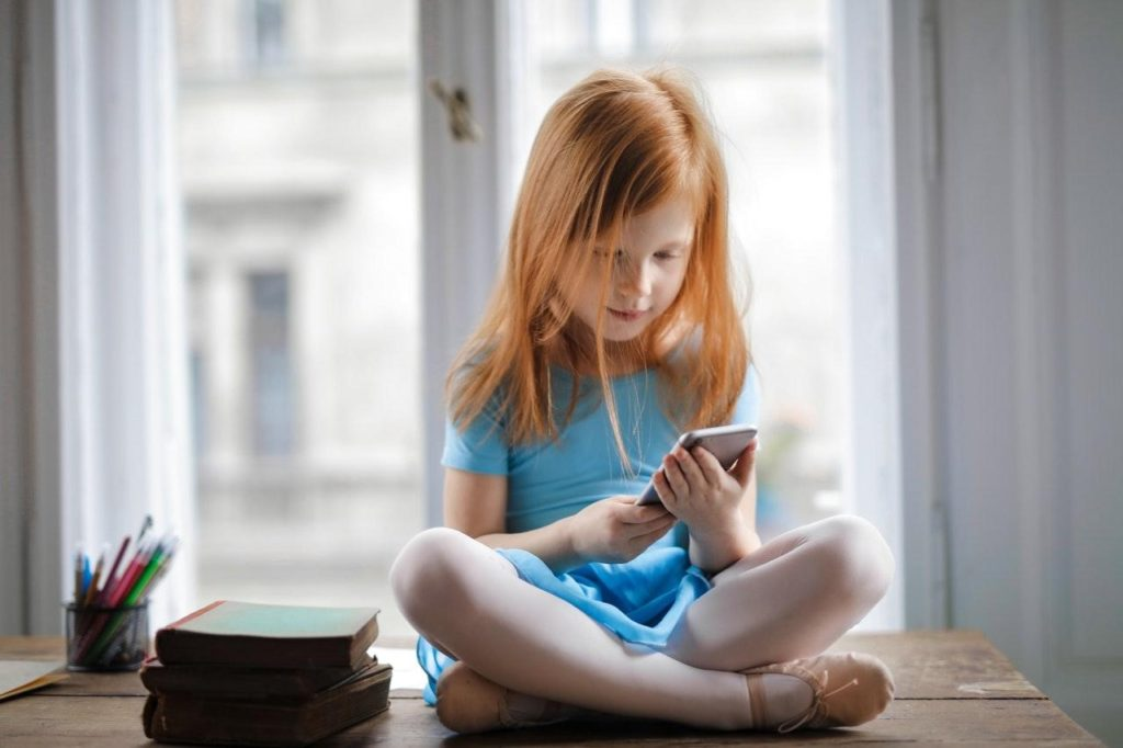 how to keep your children safe on social media